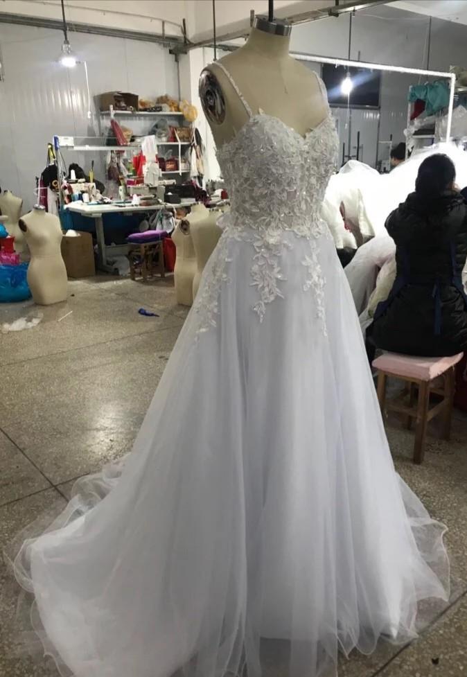 Robe de mariée sur mesure fine bretelle