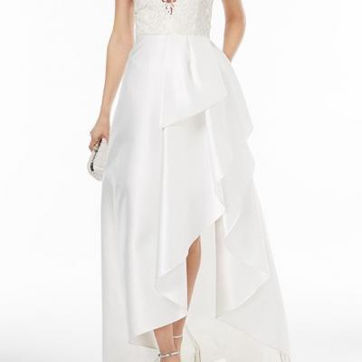 robe de mariée courte devant plus longue à l'arrière