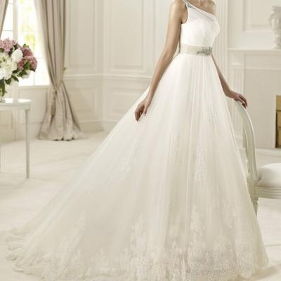 Robe de mariée une épaule