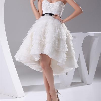 Robe de mariée courte asymétrique