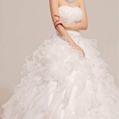 Robe de mariée à volant