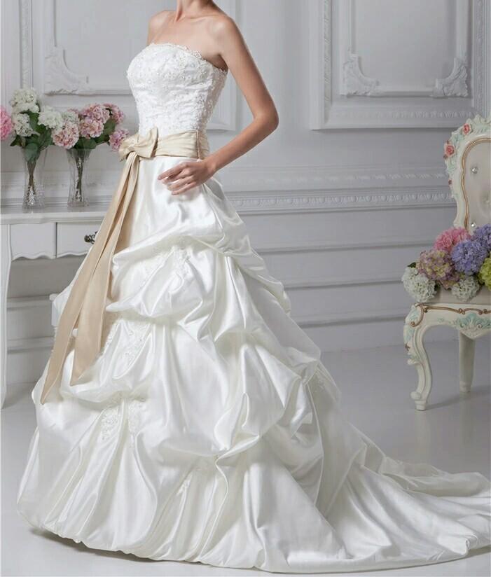 robe de mariée ceinture doré