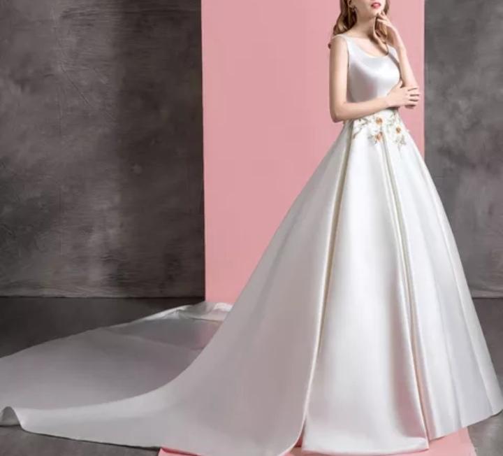 Robe de mariée satin brodé