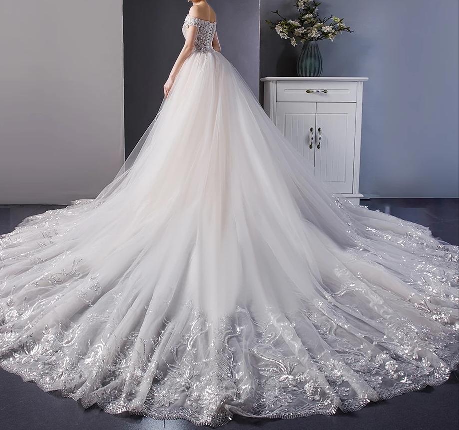 robe de mariée avec traîne cathédrale