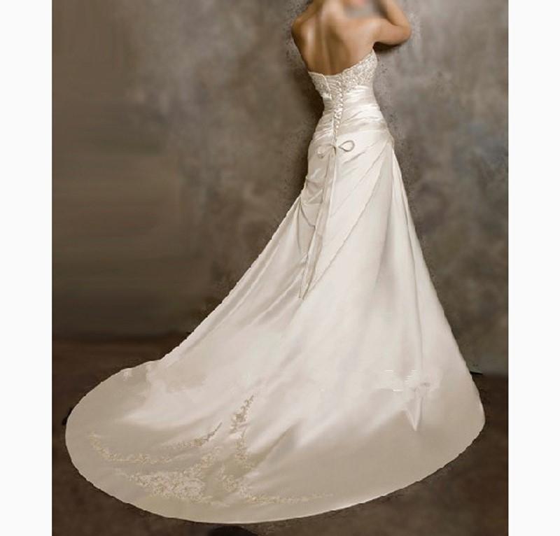 Robe mariage bustier satin for Plus la taille des robes de mariage formel