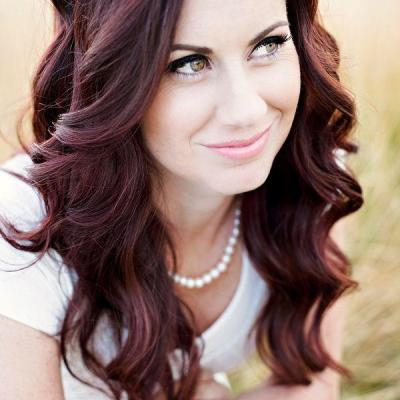 Simple long curly wedding hairstyle 1